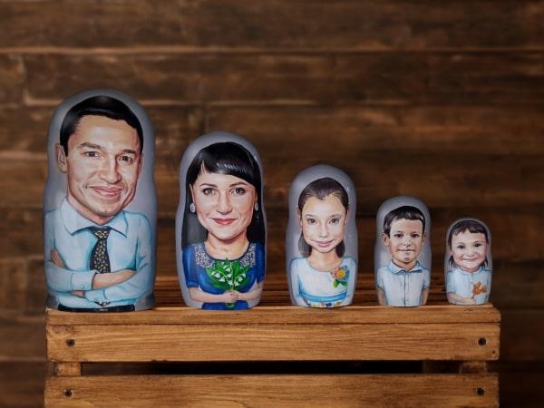 Портретные матрешки семьи